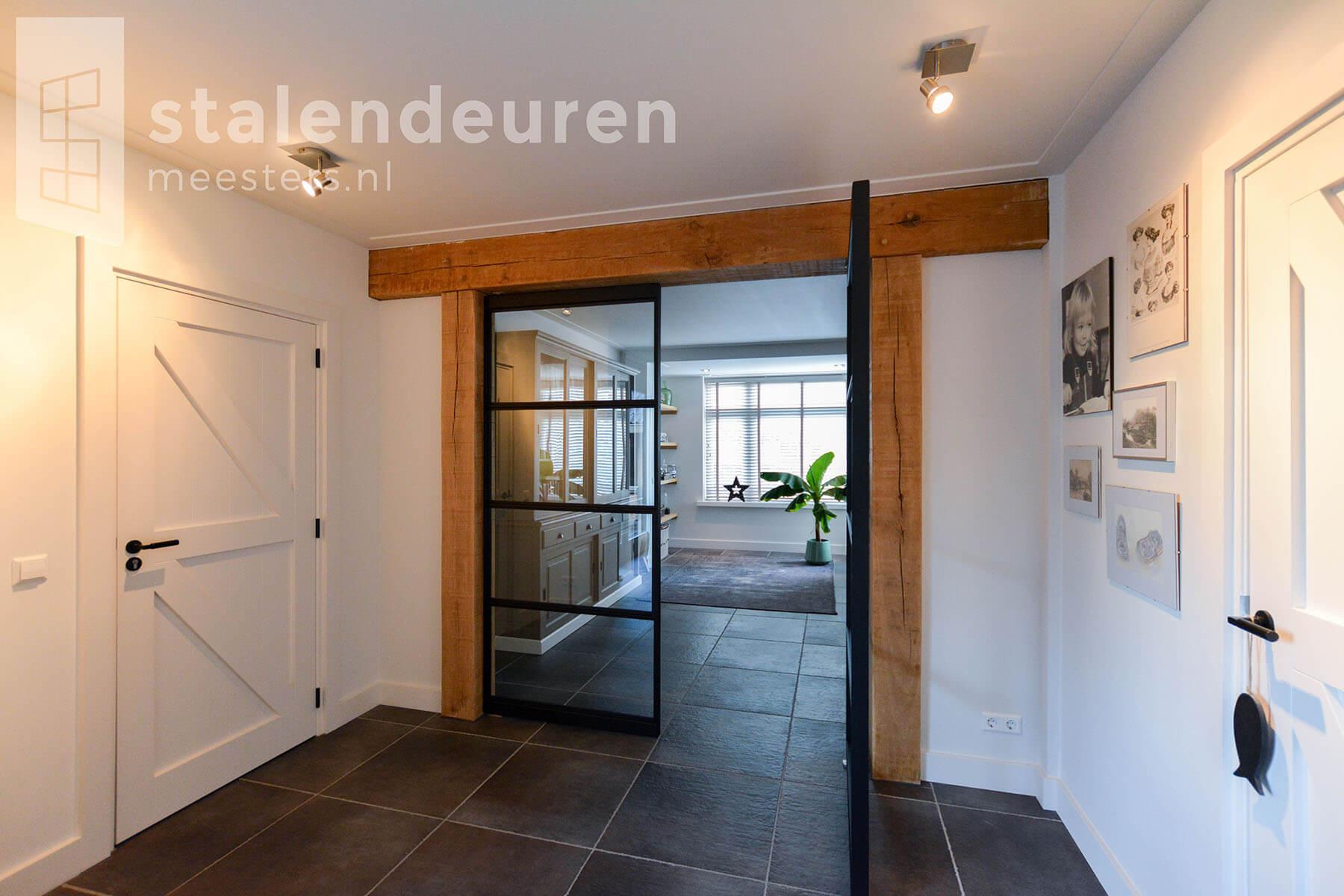 Stalen taatsdeur 1 deur open Broek op Langedijk